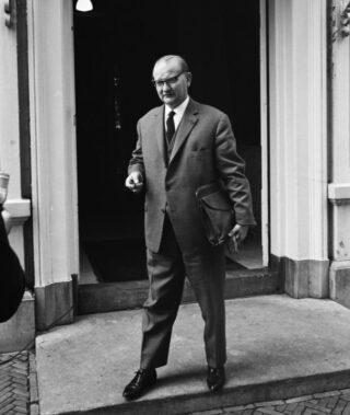 De Kort tijdens de formatie van 1963. Hij trok aan het kortste eind, Marijnen werd premier.