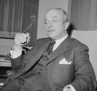 Frans Duynstee in 1962, vier jaar voor publicatie van zijn boek over kabinetsformaties.