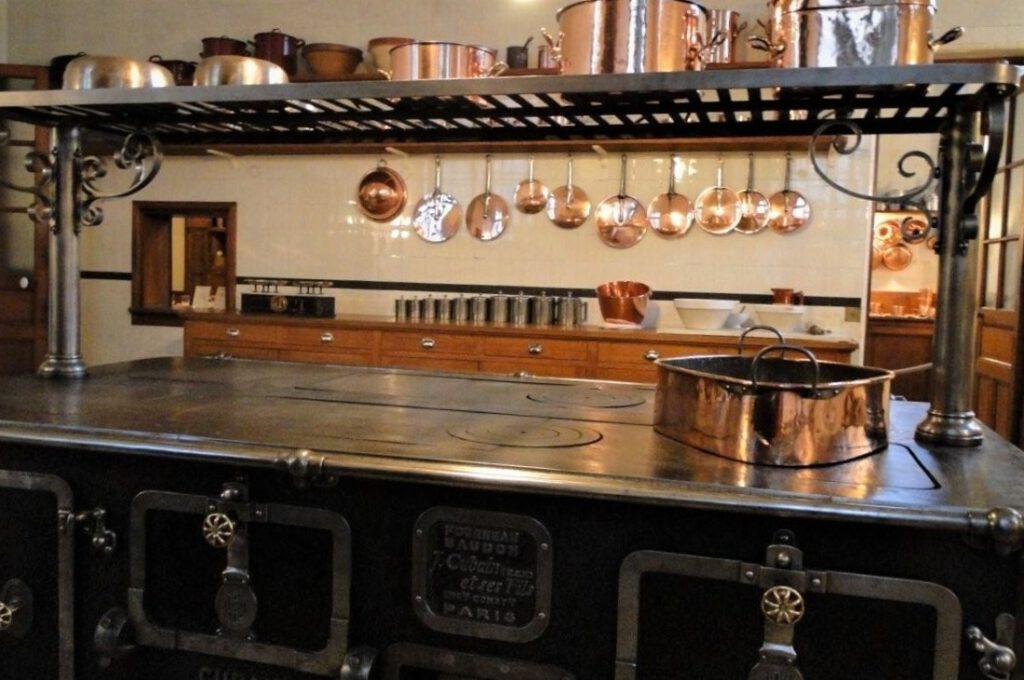Intacte keuken in het Musée Nissim de Camondo