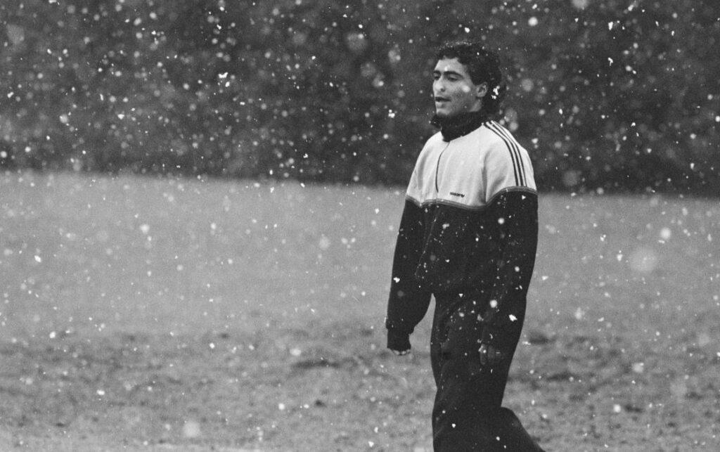 Romario trainend in de sneeuw, voorafgaand aan de Europa Cup I wedstrijd tegen Real Madrid, 1989