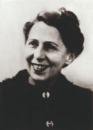 Sophie Taeuber-Arp - Portret (Pasfoto), 1942 - Fotografie 10,5 × 7,5 cm © Aargauer Kunsthaus Aarau