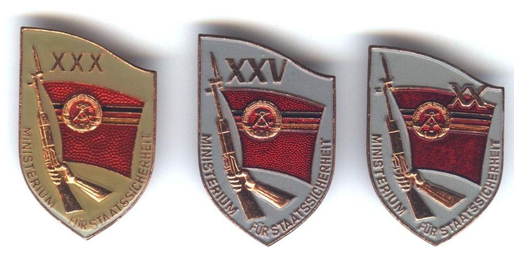 De herdenkingsinsignes voor de jubilea van de oprichting van de MfS