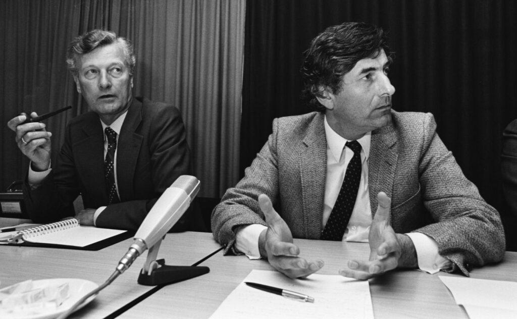 Informateurs Lubbers (rechts) en De Koning geven op 1 juni 1981 een persconferentie in Nieuwspoort.