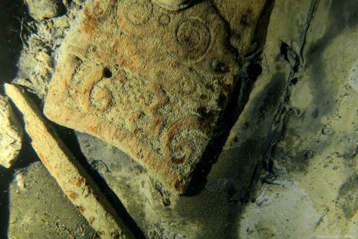Bewijs dat het schip werd gebouwd in 1636 - Foto: Badewanne / Handle Productions 2021