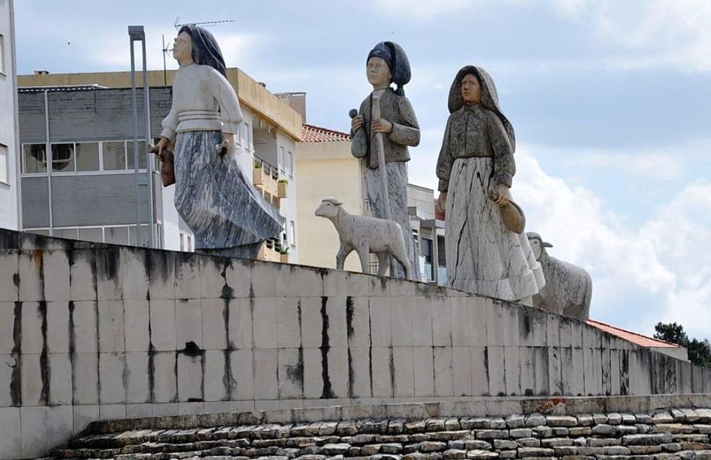 Monument in Fatima ter herinnering aan de herderskinderen