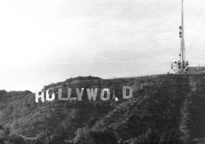 Hollywood Sign in vervallen toestand, vlak voor de restauratie in 1978