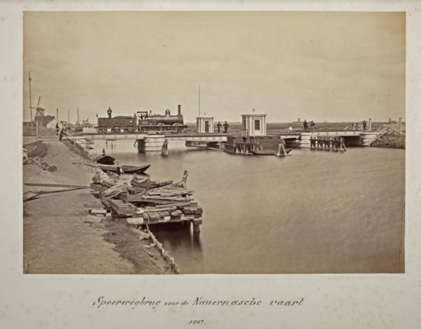 Spoorlijn Amsterdam-Den Helder, spoorwegbrug over de Nauernasche Vaart, 1867. Foto: Pieter Oosterhuis (Koninklijke Verzamelingen)