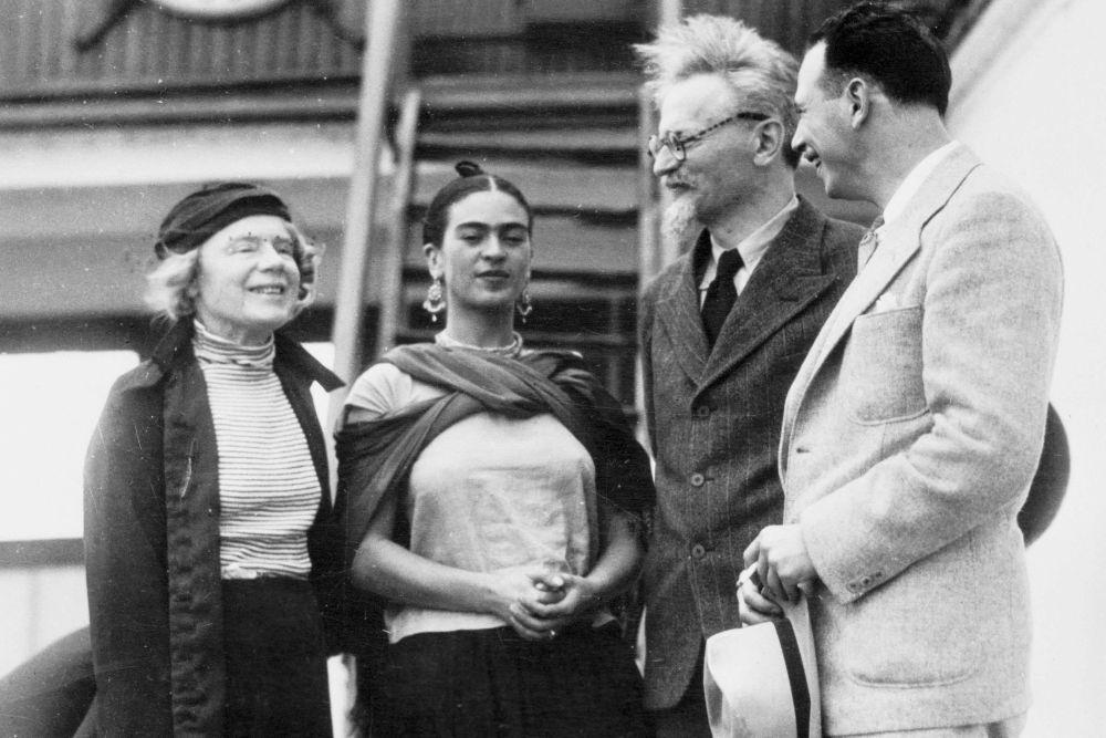 Acme Photo, Mevr. Trotsky, Frida Kahlo, Leon Trotsky en Max Schachtman, Tampico, Mexico, 1937, Throckmorton Fine Art, New York