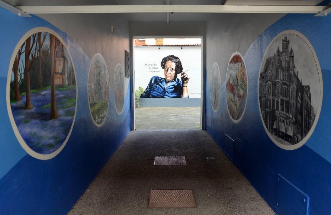 Muurschildering bij Hannah Arendts voormalige woonhuis in Linden bij Hannover