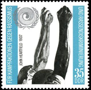 Montage met de twee gestrekte vuisten verwerkt op een DDR-postzegel uit 1971