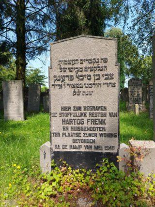 Het grafmonument voor Hartog Frenk en huisgenoten, vermoedelijk omgekomen tijdens het Duitse bombardement van 1940.