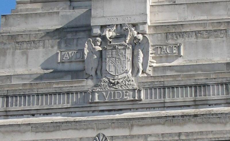Wapenschild op de voorgevel Freemasons' Hall, Londen