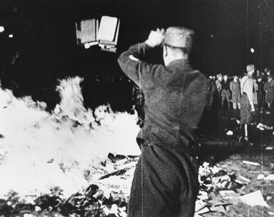 Verbranding van 'niet-nazistische' boeken in Berlijn, 10 mei 1933