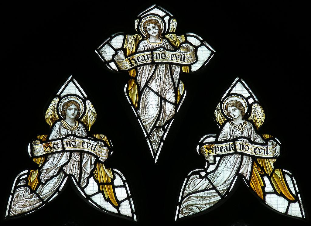 'Three Wise Angels', detail van een glasraam in de St Peter's parochiekerk, Wrockwardine, Shropshire