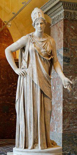 Marmeren beeld van Athene, te zien in het Louvre in Parijs. Dit is een Romeinse kopie van een Grieks origineel uit de vier eeuw voor Christus.