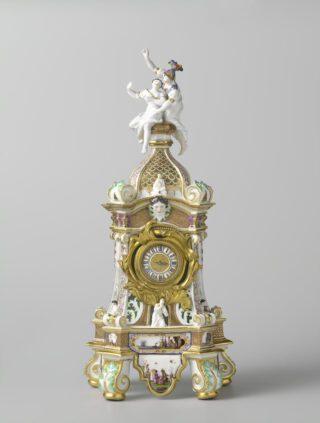 Klokkast met Arachne en Athene, Meissen, 1727