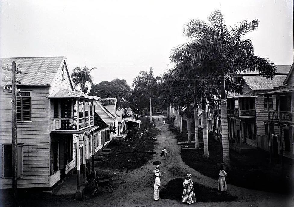 Malibatumstraat in Paramaribo gezien vanuit het hotel