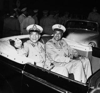 Nasser (rechts) en Naguib (links) in juli 1954