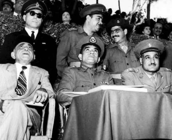 Drie belangrijke leiders van Egypte na het vertrek van koning Farouk: Sulayman Hafez, Mohammed Naguib en Nasser, november 1952