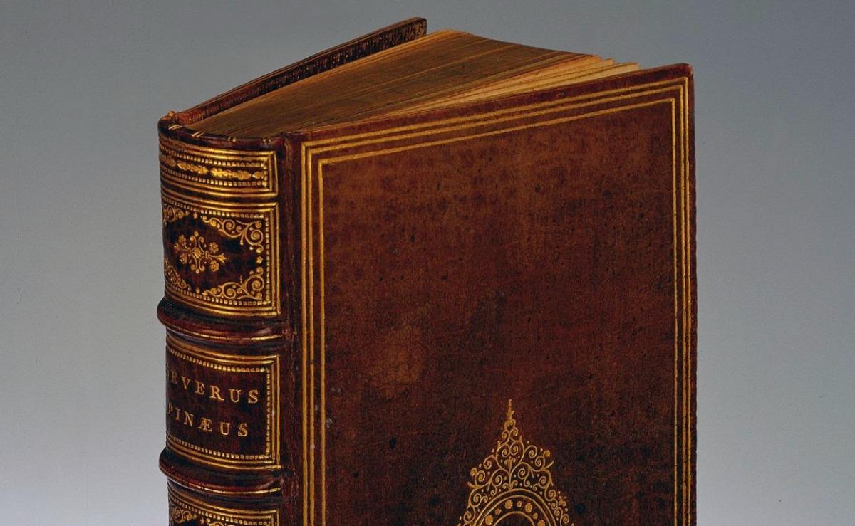 Detail van een boek dat in 1865 in mensenhuid zou zijn gebonden door dr. Ludovic Bouland
