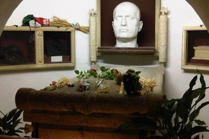 Het familiegraf van Mussolini in Predappio